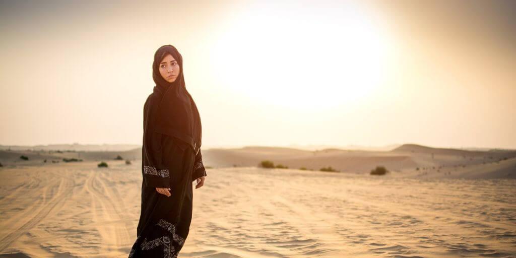 Dubai desert lady