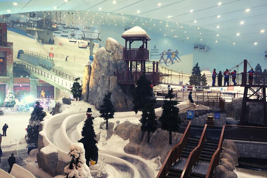 Ski Dubai indoor ski slope at Mall of the Emirates