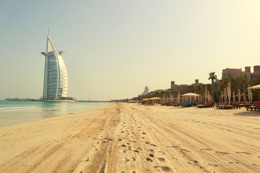 Beaches in Dubai, dackdrop of the Burj Al Arab