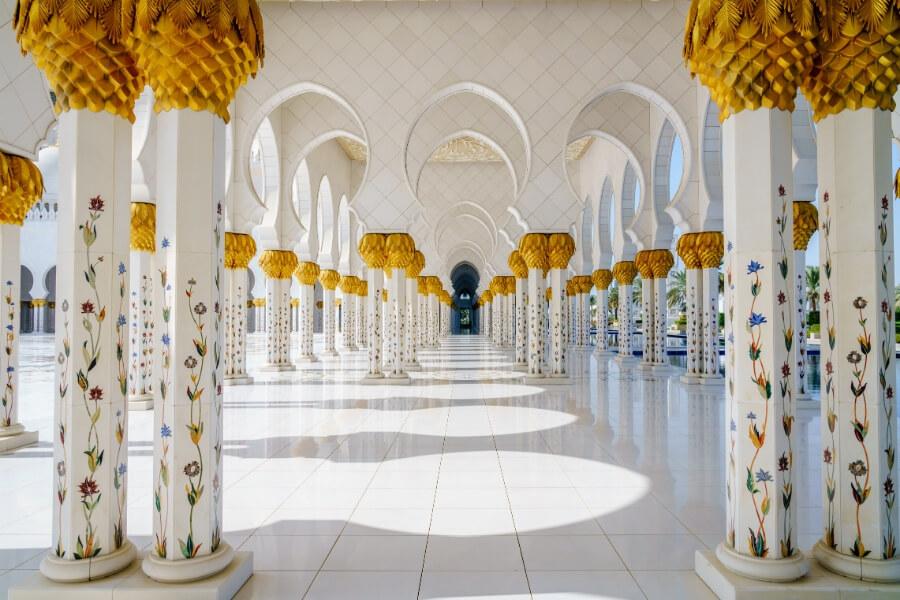 Sheikh Zayed Grand Mosque in Abu Dhabi a good day trip from Dubai