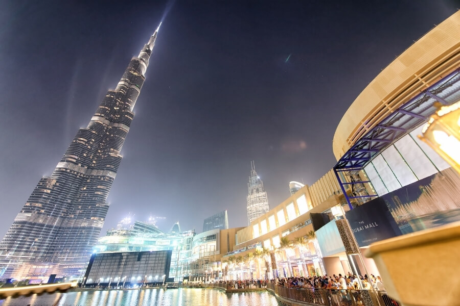 Dubai mall and Burj Kahlifa lit up at night