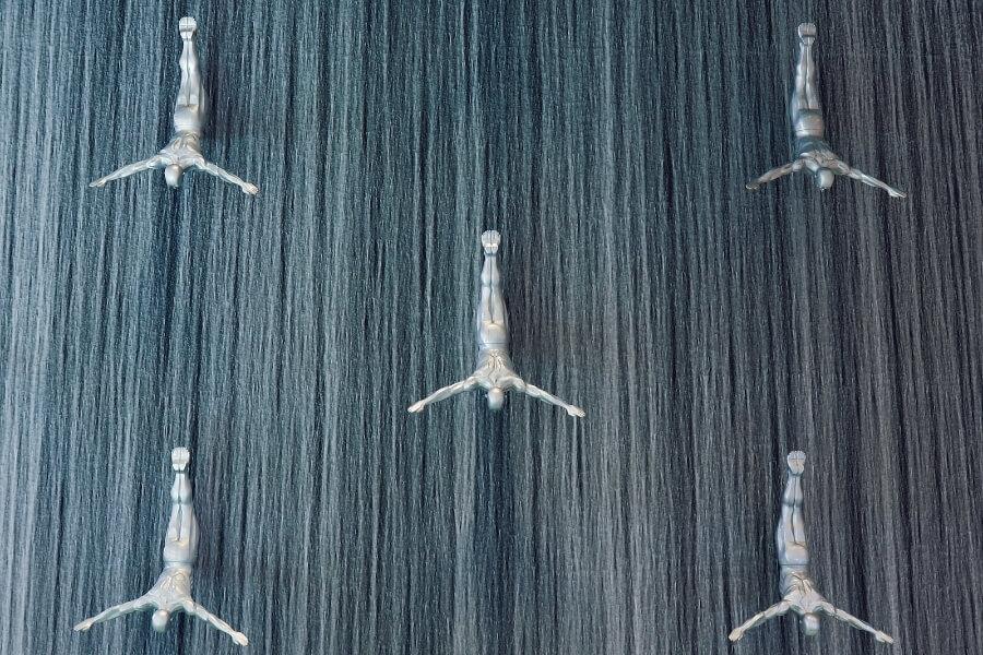 Human waterfall in Dubai Mall