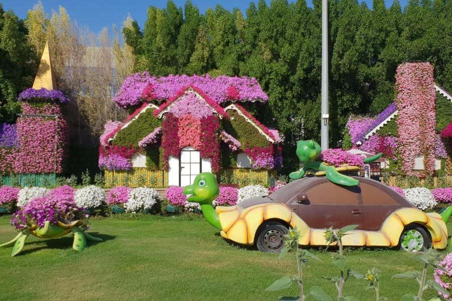 Dubai Miracle Garden - fun garden creatures